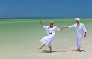Couple de seniors en vacances