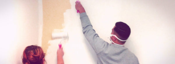 1er coup de pinceau à l'Espace Jeunesse: la salle d'activité fait peau neuve